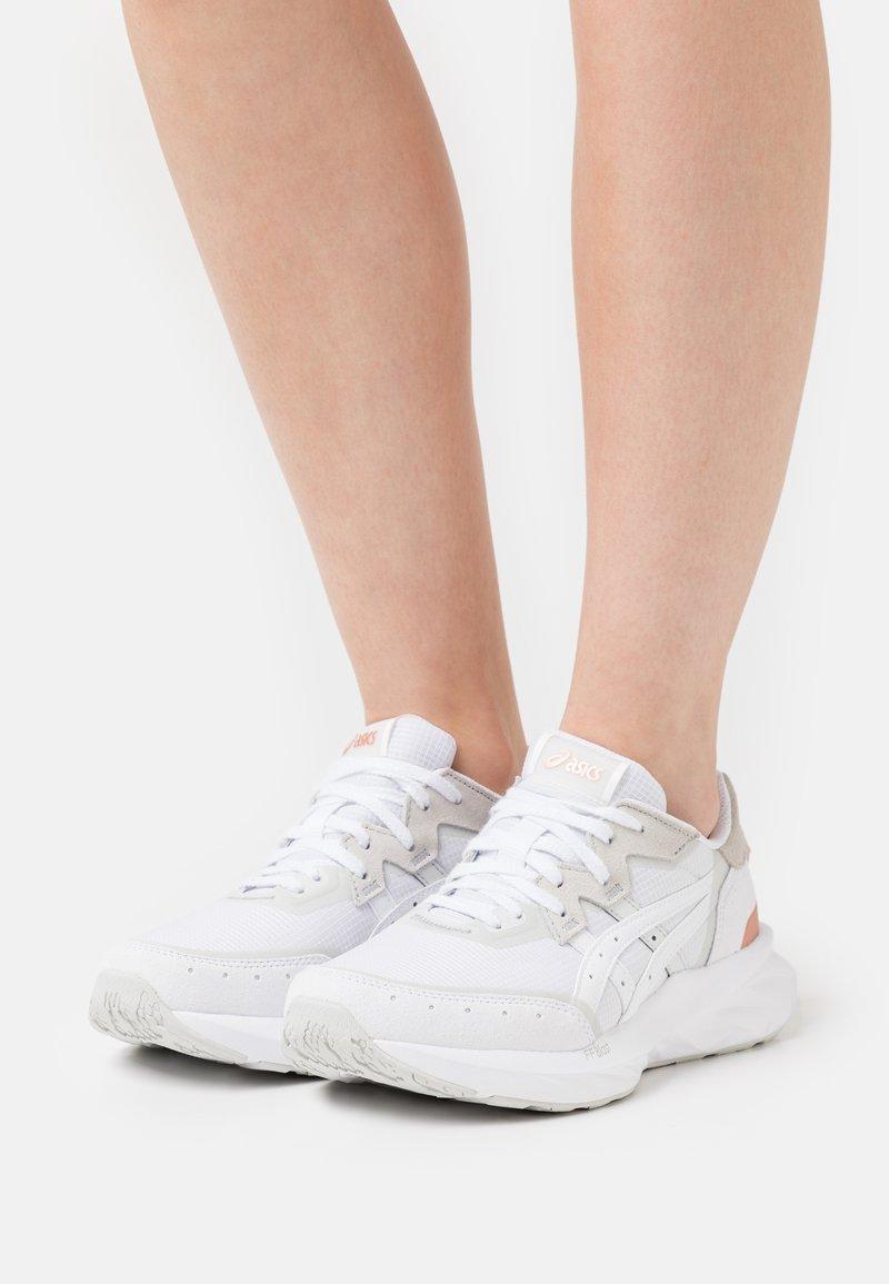 ASICS SportStyle - TARTHERBLAST - Zapatillas - white