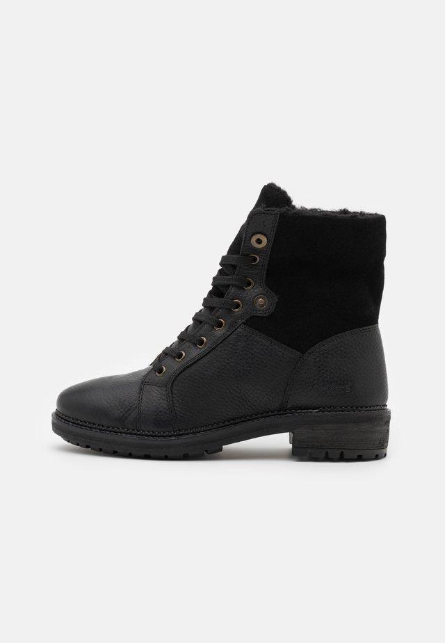 WATLACE - Šněrovací kotníkové boty - black