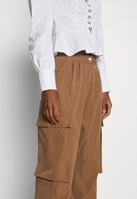 Missguided Tall - PLEAT FRONT TURN UP HEM CARGO TROUSER - Cargo trousers - tan - 5