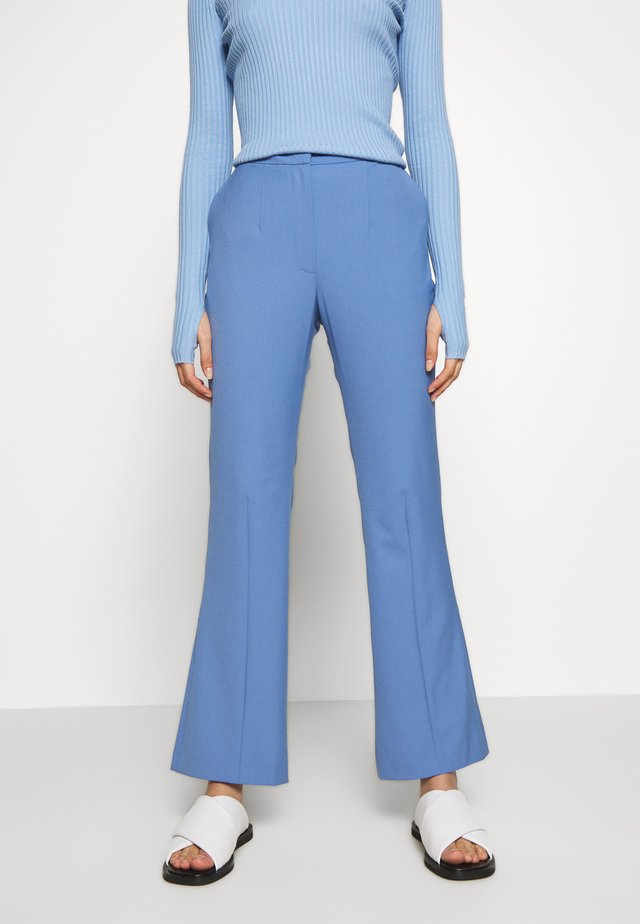 PHASE - Pantaloni - corn blue