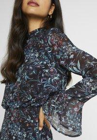 Hope & Ivy Tall - HANKEY HEM DRESS WITH FLUTED SLEEVE - Juhlamekko - blue - 7