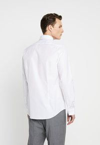 Calvin Klein Tailored - CONTRAST EASY IRON SLIM  - Formal shirt - white - 2