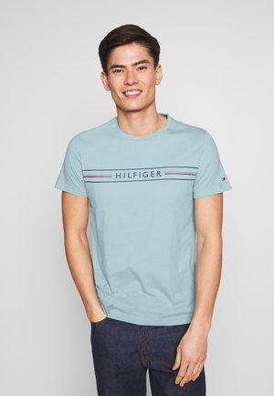 CORP TEE - T-shirt z nadrukiem - blue