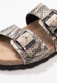 RE:DESIGNED - PALLAVI - Domácí obuv - beige - 2
