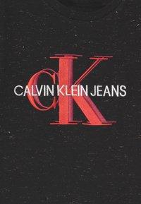 Calvin Klein Jeans - OVERLAPPING MONOGRAM - T-shirts med print - black - 2