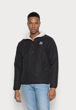 REVERSIBLE SHERPA JACKET - Light jacket - puma black