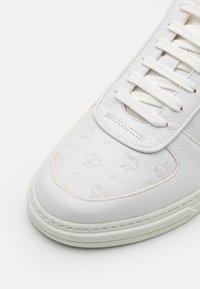 MCM - TERRAIN - Trainers - white - 5