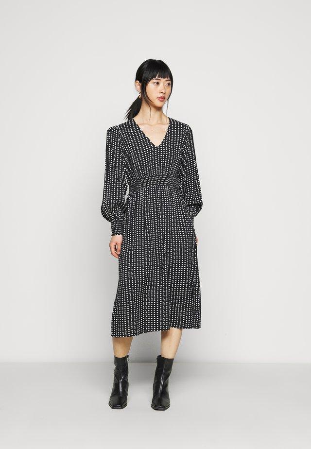 PETITES MONO SHIRRED WAIST V NECK MIDI DRESS - Day dress - black