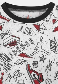 Jordan - FUN FLIGHT SET UNISEX - Print T-shirt - black - 3