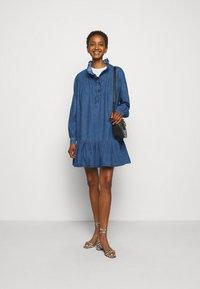 Claudie Pierlot - RAINEBIS - Denimové šaty - jean - 1