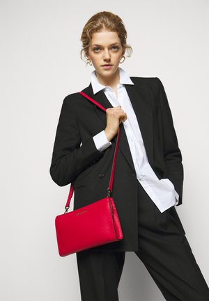 JET SET TRAVEL CROSSBODY - Sac bandoulière - bright red