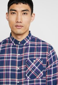 Knowledge Cotton Apparel - CHECKED BUTTON DOWN - Shirt - dark denim - 3