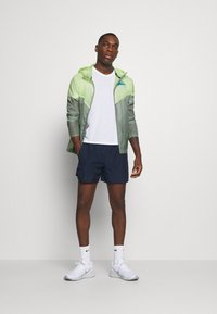 Nike Performance - TRAIL - Windbreaker - particle grey/barely volt/laser blue - 1