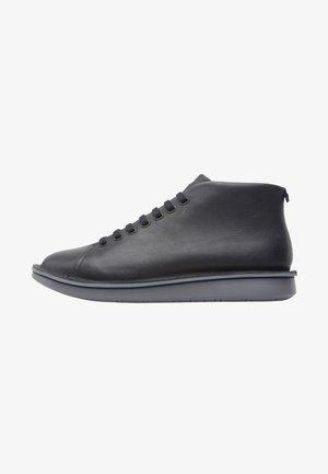 FORMIGA - Zapatos con cordones - black