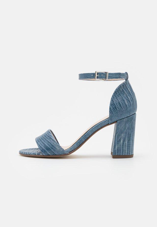 ADILIA - Sandalias - jeans tejus