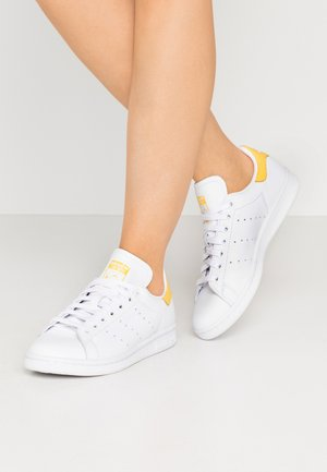 STAN SMITH - Sneakersy niskie - footwear white/core yellow