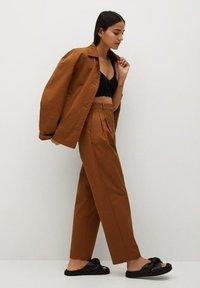 Mango - Trousers - bruin - 3