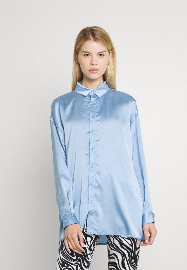 BASIC SHIRT - Button-down blouse - light blue