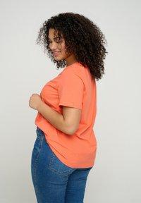 Zizzi - Basic T-shirt - coral - 2