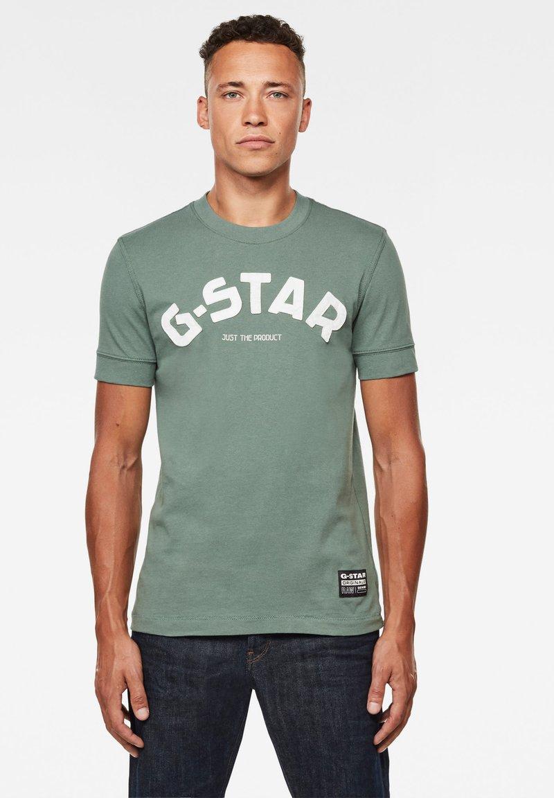 G-Star - FELT APPLIQUE LOGO SLIM R T S\S JUNGLE MEN - T-shirt print - jungle