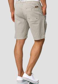 INDICODE JEANS - Shorts - mottled light grey - 2