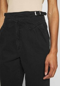 Gestuz - DANNIGZ - Straight leg jeans - dark black wash - 4
