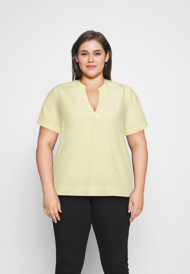 Selected Femme Curve - SLFALLA CURVE - Blouse - pastel yellow