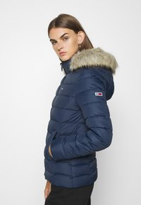 Tommy Jeans - BASIC - Chaqueta de plumas - twilight navy - 3