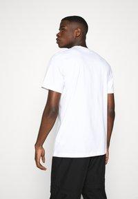 adidas Originals - ICON TEE - Triko spotiskem - white - 2