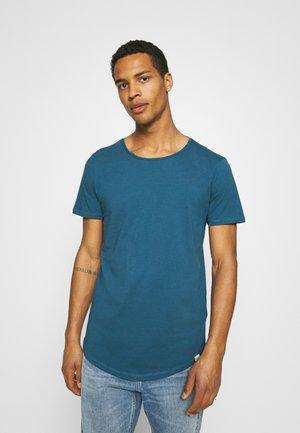 SHAPED TEE - T-shirt - bas - teal
