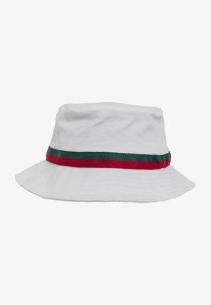BUCKET - Hat - white/firered/green