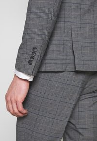 Lindbergh - CHECKED SUIT - Completo - grey - 9