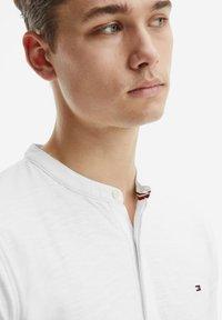 Tommy Hilfiger - Polo shirt - ecru - 1