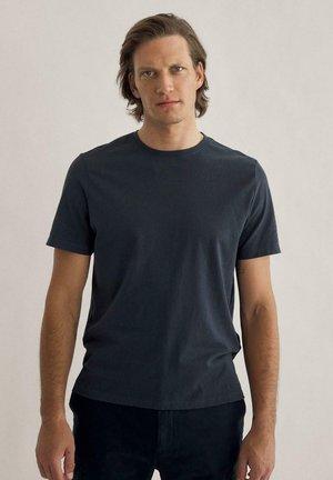 ANDERMATT - Print T-shirt - azul