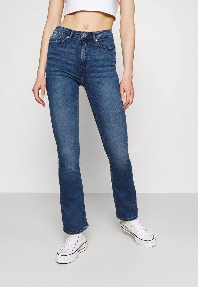 ONLPAOLA LIFE - Flared Jeans - medium blue denim