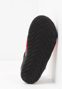 Nike Performance - SUNRAY PROTECT 2 UNISEX - Sandály do bazénu - university red/anthracite/black - 5