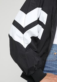 Urban Classics - LADIES BATWING JACKET - Windbreaker - black/white - 6