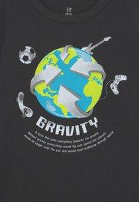 GAP - JULY - Print T-shirt - moonless night - 2