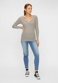 Pieces Maternity - PCMBANO - Long sleeved top - whitecap gray - 1