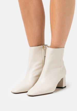 AJAR - Korte laarzen - ivoire