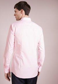 HUGO - JENNO SLIM FIT - Formal shirt - light/pastel pink - 2
