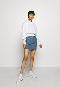 Calvin Klein Jeans - BADGE INTERLOCK - Long sleeved top - bright white - 1