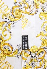 Versace Jeans Couture - PRINT LOGO NEW - Košile - bianco ottico - 3