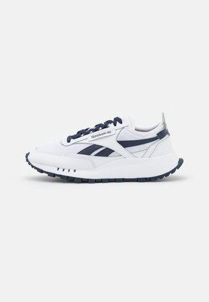 LEGACY UNISEX - Sneakersy niskie - footwear white/vector navy
