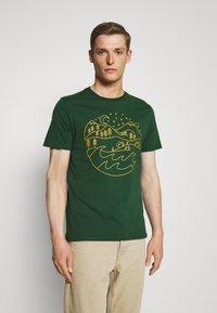 Pier One - T-shirt med print - dark green - 0