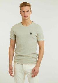 CHASIN' - BASAL TEE - Print T-shirt - green - 0