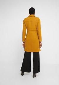 J.CREW - LADY DAY UPDATE - Classic coat - dark amber - 2
