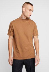 Topman - TOBACCO TURTLE - T-shirt basic - brown - 0