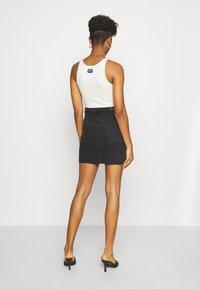 Gina Tricot - VINTAGE SKIRT - Denimová sukně - black denim - 2