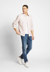 Ben Sherman - CANDY STRIPE SHIRT - Skjorte - peach - 1